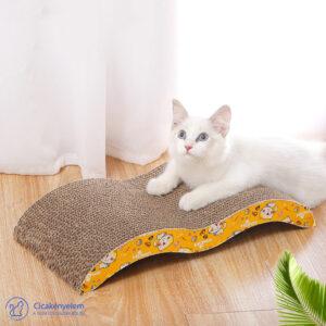 Kaparó cicáknak ajándék macskamentával